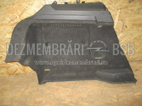 Ornament spate cabina negru inferior stanga Opel Astra H GTC 13255725, 13255715