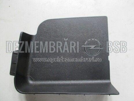 Ornament partea din spate a cabinei negru stanga Opel Mokka 95914491, 95914490