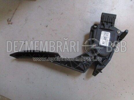 Pedala acceleratie Opel Astra J, Ampera, Cascada 13252702, Ident: EA
